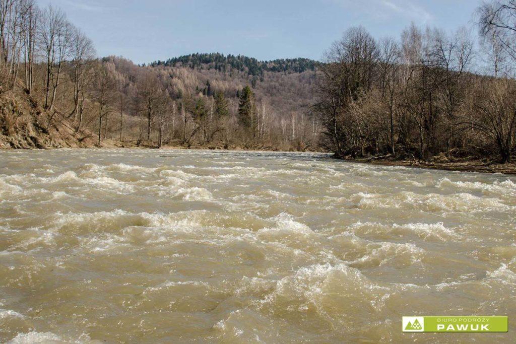 splyw-górny-san-raftin-bieszczady-wiosna