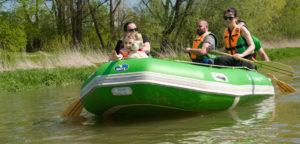 Spływy pontonem to rodzinna atrakcja.
