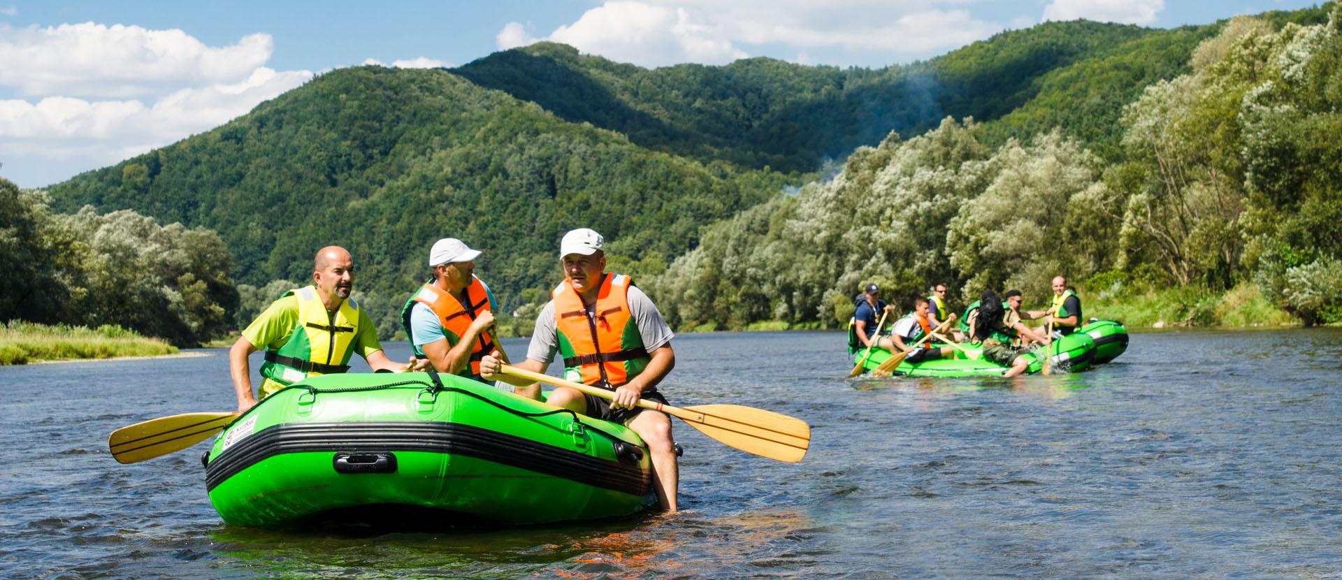 Spływy-Sanem-Atrakcje-w-Bieszczadach-Zielony-Ponton