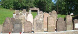Historyczny cmentarz żydowski - zwiedzanie Sanoka.