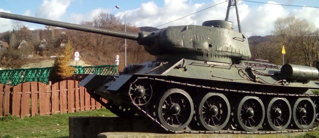 Pomnik czołgu t34 - turystyczne atrakcje w Sanoku.
