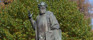 Pomnik poety humanisty Grzegorza z Sanoka.