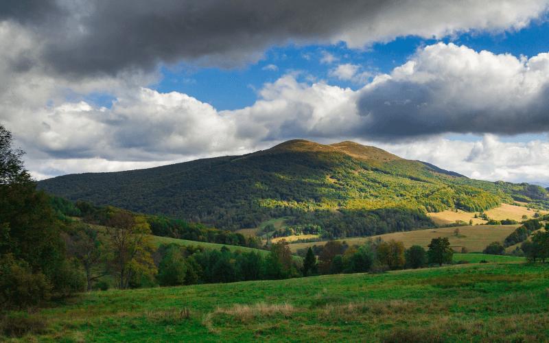 Krajobraz - dzikie Bieszczady.