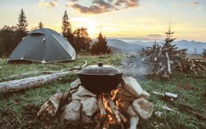 Namiot w góry na wakacje.