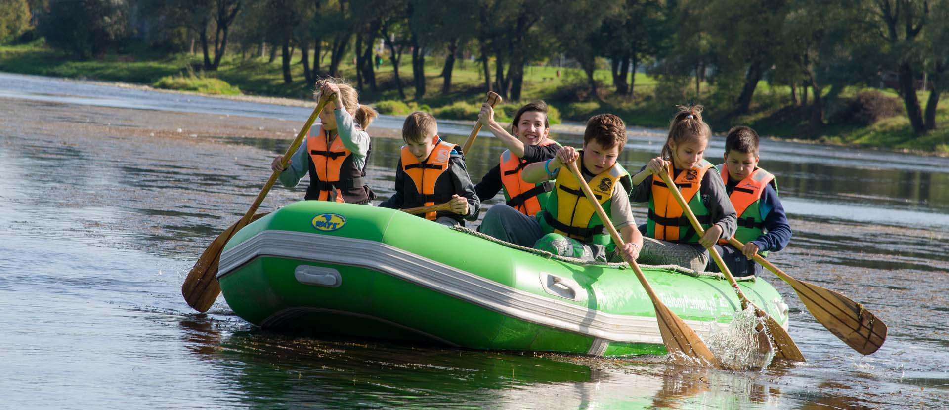 spływy-pontonowe-atrackje-dla szkół-bieszczady