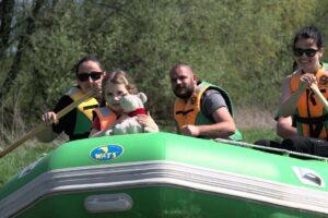 Spływy pontonowe wybierają całe rodziny.