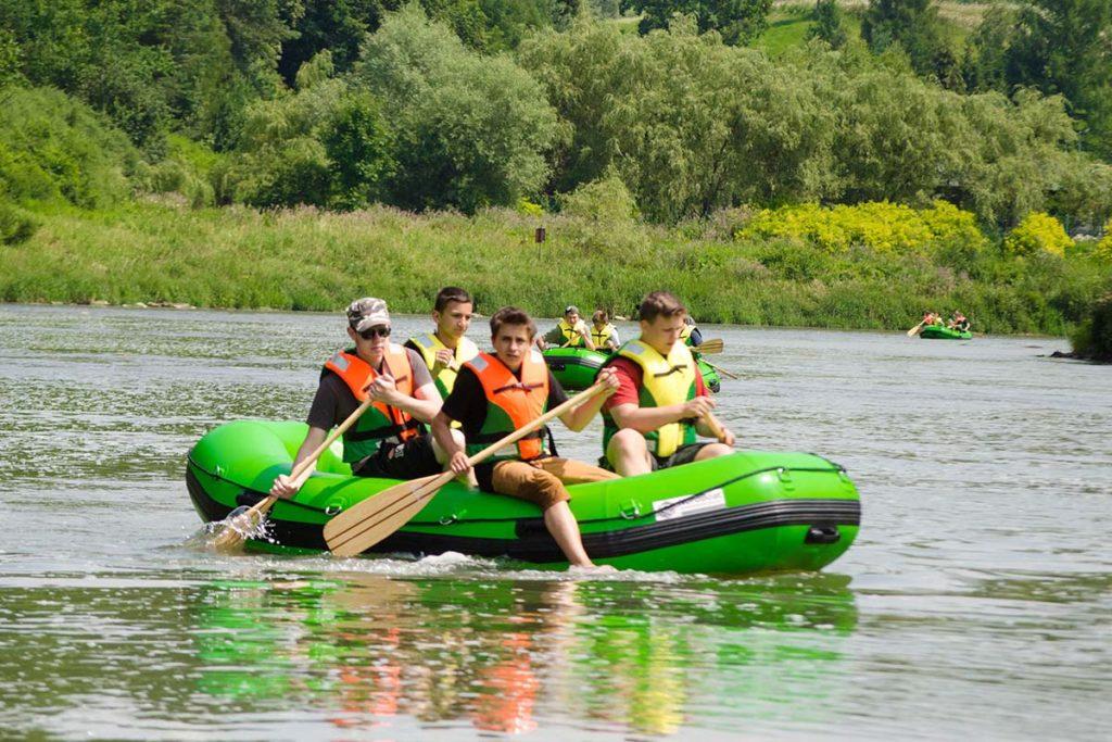 splywy-pontonowe-dla-szkol-bieszczady-atrakcje-san-zielony-ponton-10