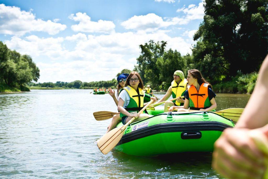 splywy-pontonowe-dla-szkol-bieszczady-atrakcje-san-zielony-ponton