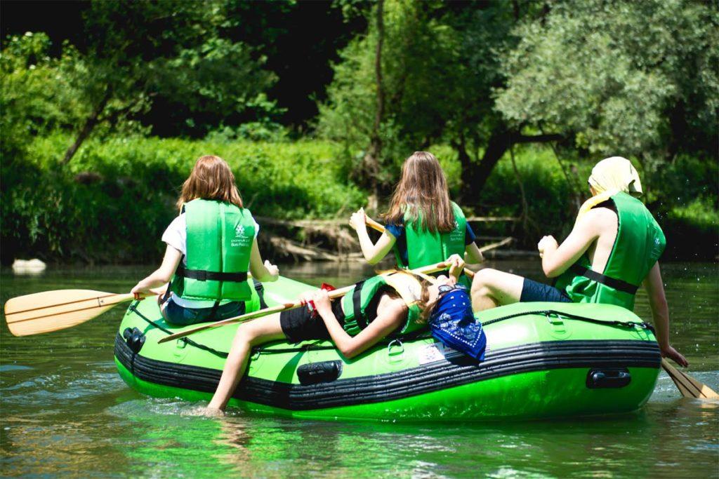 splywy-pontonowe-dla-szkol-bieszczady-atrakcje-san-zielony-ponton-2