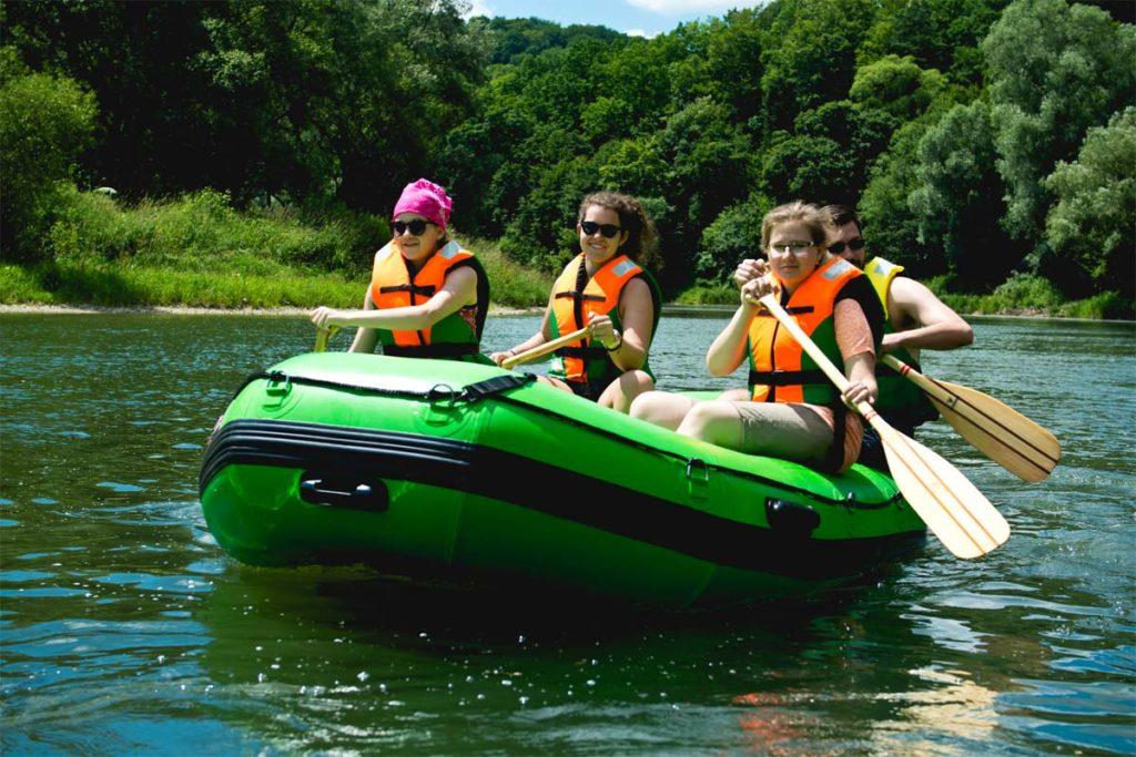 splywy-pontonowe-dla-szkol-bieszczady-atrakcje-san-zielony-ponton-3
