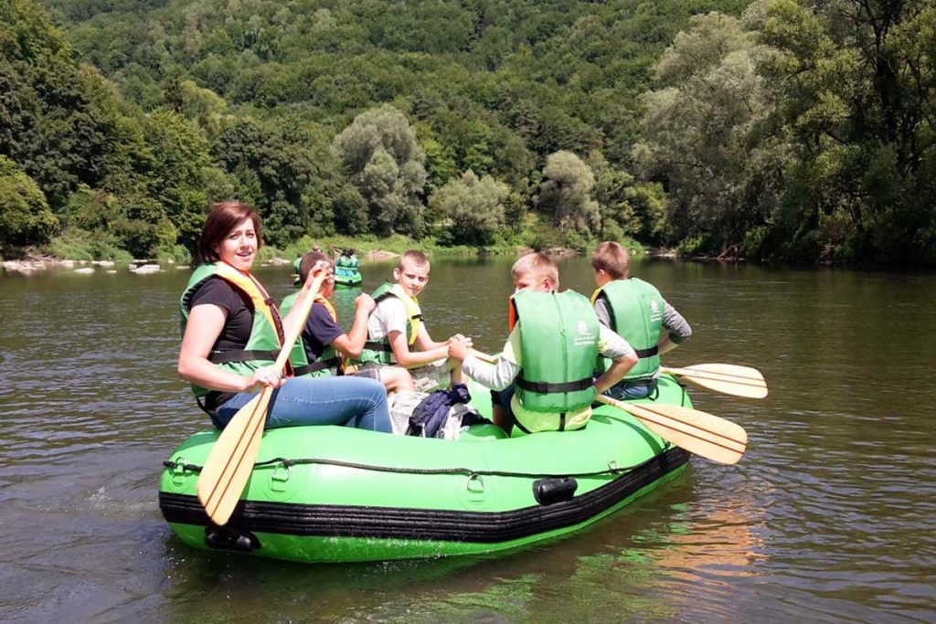 splywy-pontonowe-dla-szkol-bieszczady-atrakcje-san-zielony-ponton-6
