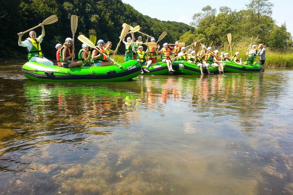 splywy-pontonowe-dla-szkol-bieszczady-atrakcje-san-zielony-ponton-9