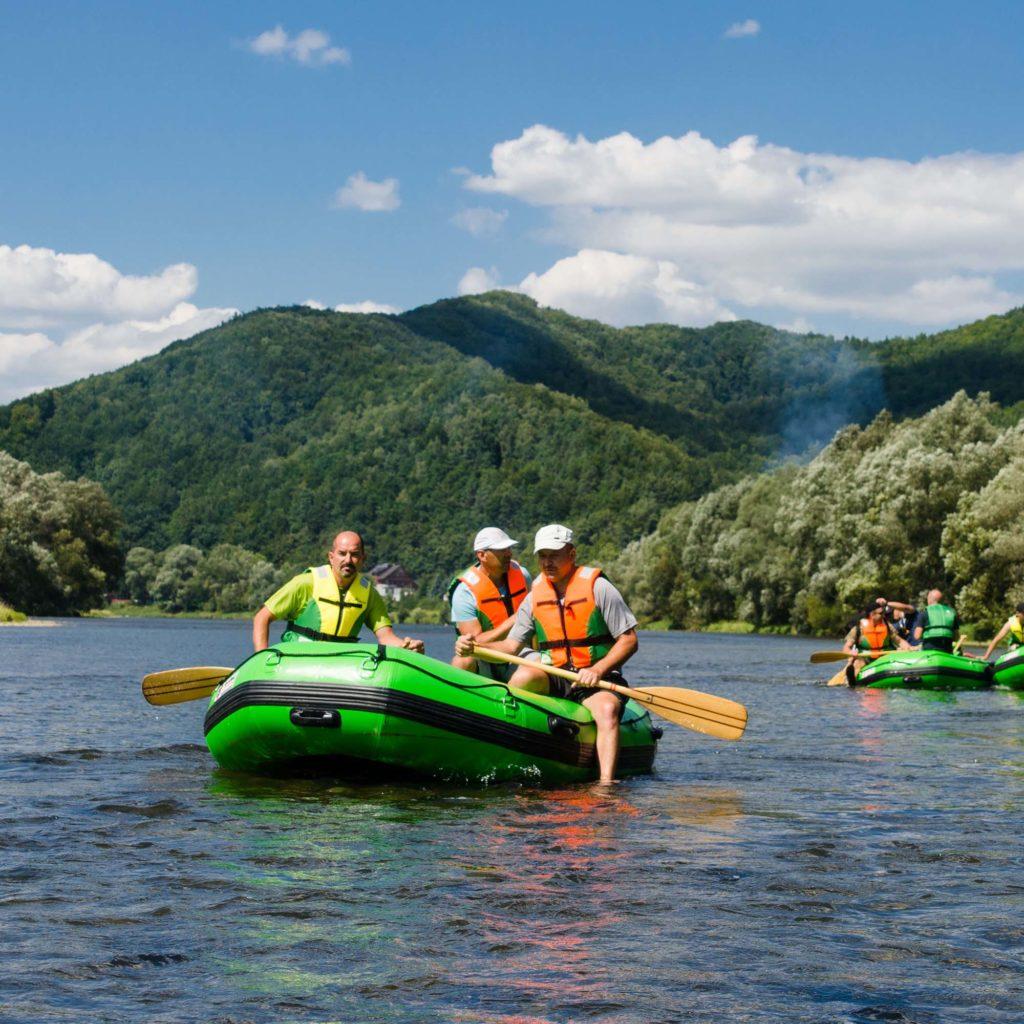 Spływy pontonowe to aktywny wypoczynek dla każdego.